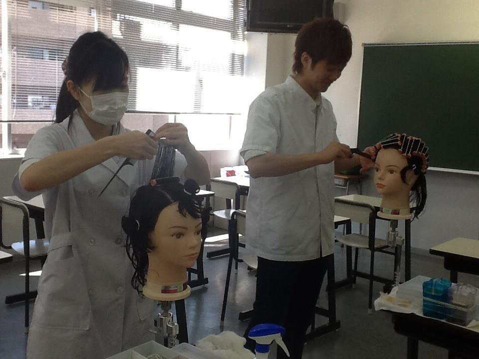 神戸理容美容専門学校画像