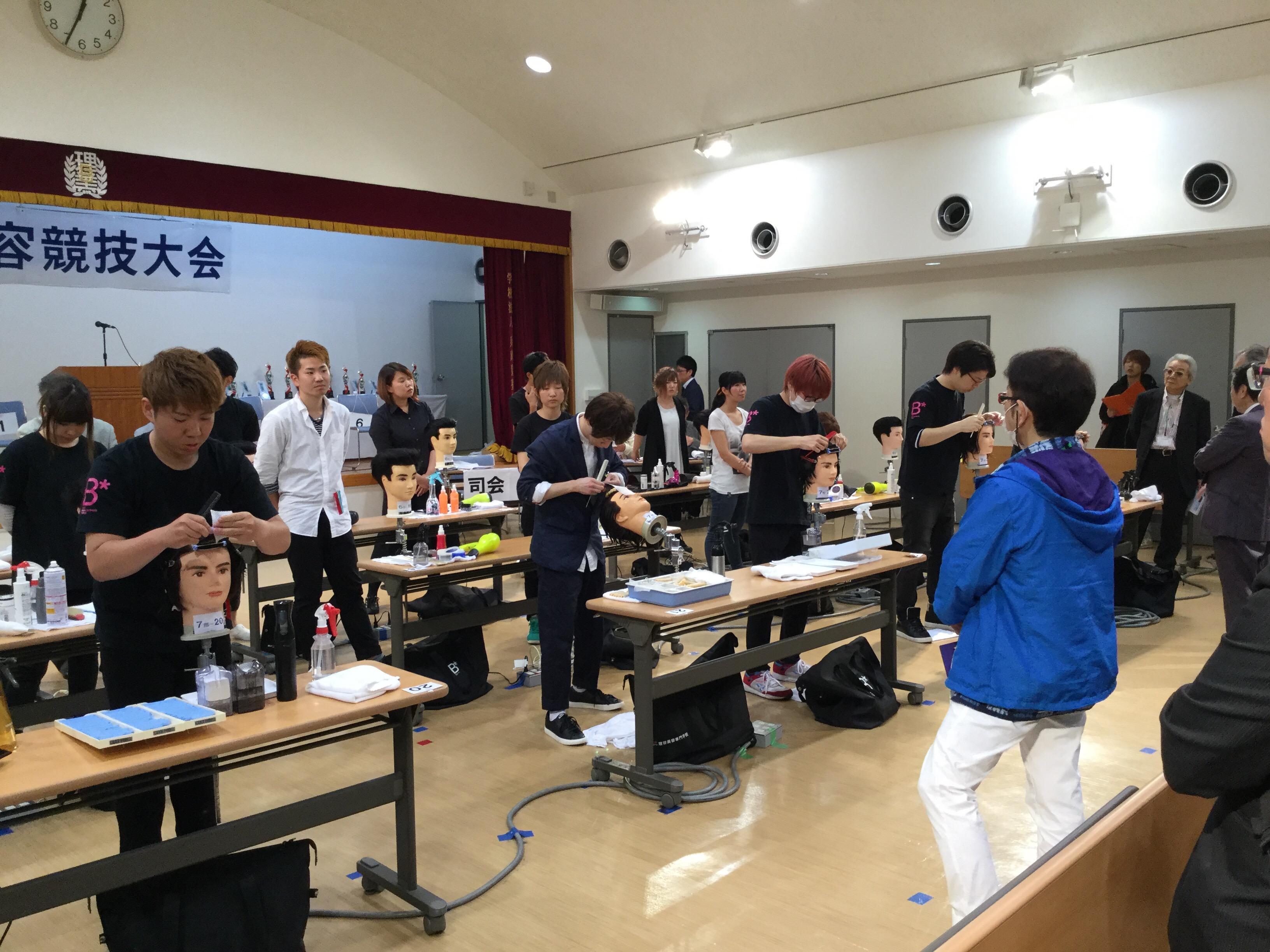本日は兵庫県理容競技大会が行われています